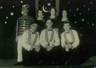 Back Row: Billy Blythe, Gwen Dymond, Vera Aynsley,Edna May Dymond, Front row: Bernard Chapman, Ossie Phelps, Charles Causley